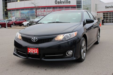 Pre-Owned 2012 Toyota Camry SE w/ Leather, Moonroof & Navigation With Navigation