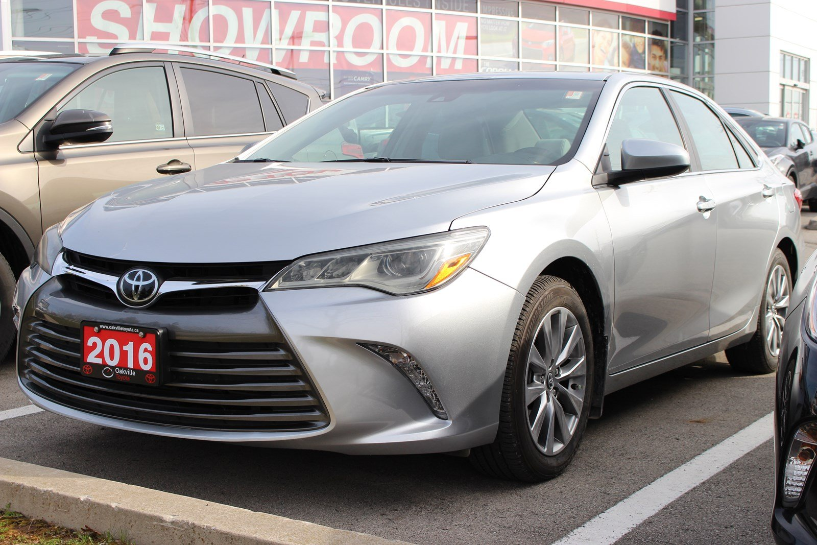 Pre Owned 2016 Toyota Camry XLE 4dr Car in Oakville LP0554