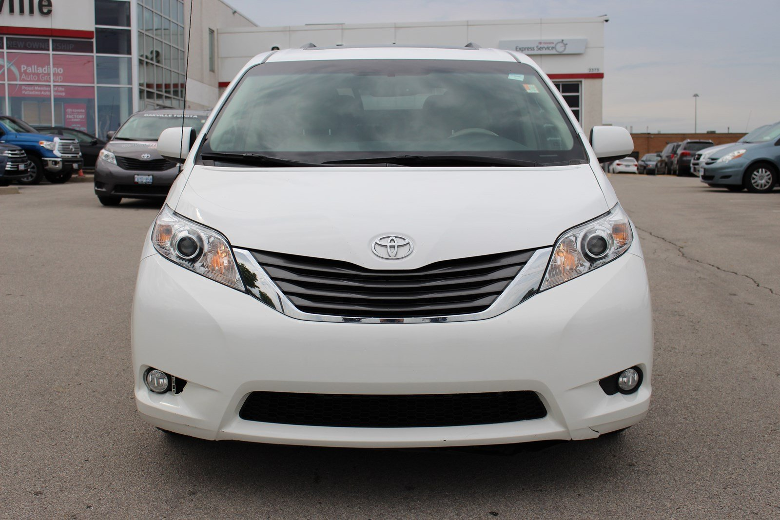 pre owned 2013 toyota sienna xle awd mini van passenger in oakville p0574 oakville toyota. Black Bedroom Furniture Sets. Home Design Ideas